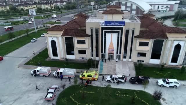 İzmir'e yardım malzemeleri ve kurtarma ekipleri gönderildi