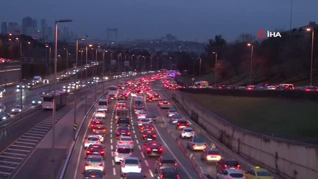 56 saatlik kısıtlama sonrası 15 Temmuz Şehitler Köprüsü'nde trafik yoğunluğu