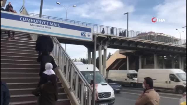 Beylikdüzü metrobüs üst geçitte cep telefonlu taciz iddiası