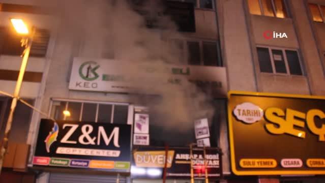 İş yerinde çıkan yangın bina sakinlerini sokağa döktü