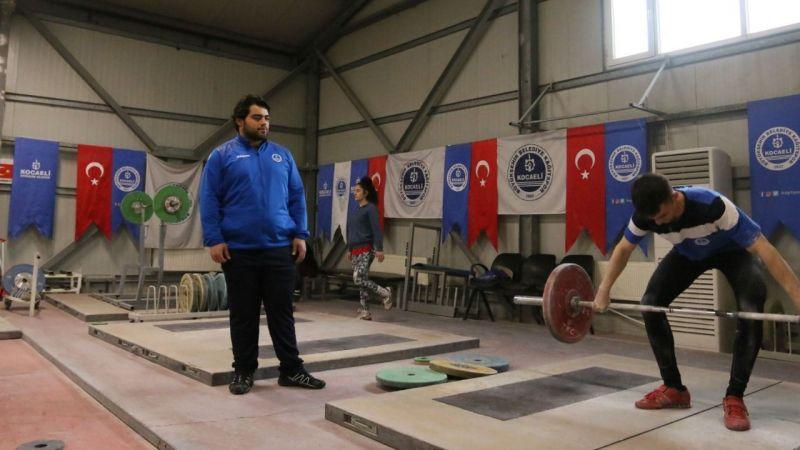 Kağıtspor'un eski halter sporcusu Abdülbaki İtmiş, şampiyonlar yetiştirmek için kolları sıvadı