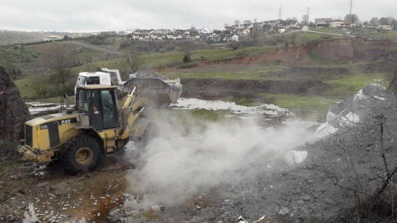 Kocaeli'de boş araziye dökülen kimyasal atık temizlendi