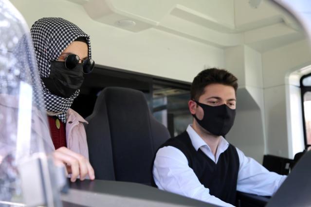 Özel öğrencinin hayalini tramvayda gerçekleştirdiler