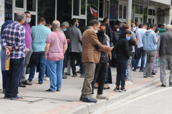İzmit'te tam kapanma sonrası sokaklarda yoğunluk oluştu