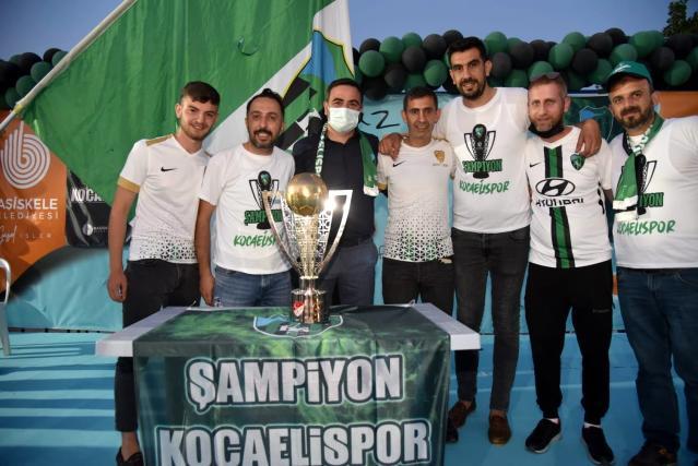 Kocaelispor'un şampiyonluk kupası Başiskele'de taraftarla buluştu