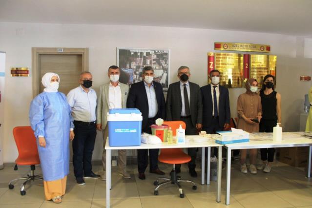 Kocaeli'de Kovid-19 aşısı yaptıran 106 lise öğrencisi, yaşıtlarına örnek oldu