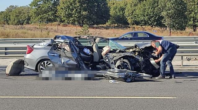 Kamyon ve otomobil çarpıştı: 1 ölü, 4 yaralı