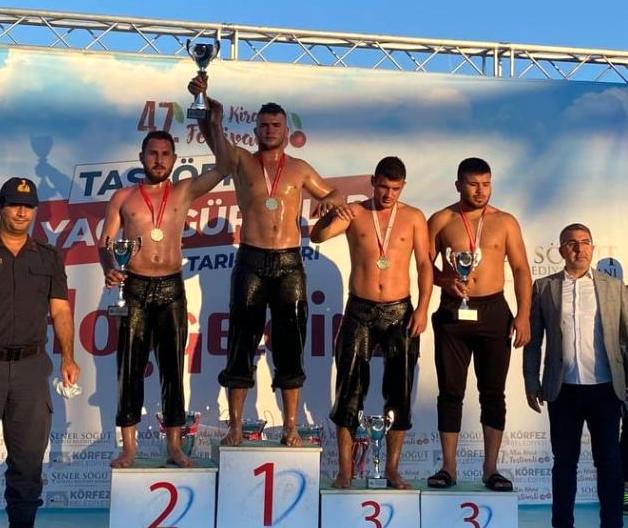 Alaplı Aktif Gençlik ve Spor kulübünün güreşçileri İzmit'de şampiyon oldu