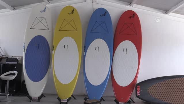 Ürettiği sörf tahtaları yerli ve yabancı sporculara adrenalin yaşatıyor